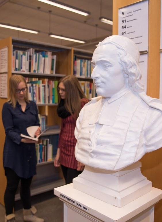 chydenius-kirjastossa-pysty.jpg