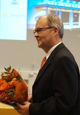 Chydenius-mitali professori Timo Tiihoselle