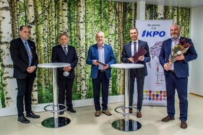 Osuuskauppa KPO tukee kauppatieteellistä koulutusta merkittävällä 100 000 euron lahjoituksella Keski-Pohjanmaan tiede- ja korkeakoulusäätiölle