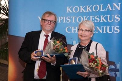 Vuoden 2018 Chydenius-mitalit kouluneuvos Markku Suortamolle ja amanuenssi Anne Erkkilälle