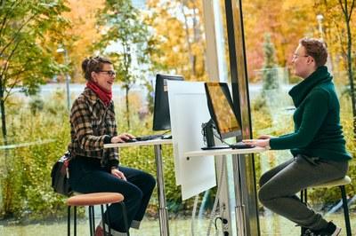 Yhteishaun kautta opiskelijaksi Kokkolan yliopistokeskus Chydeniukseen: valitse IT tai kasvatustieteet